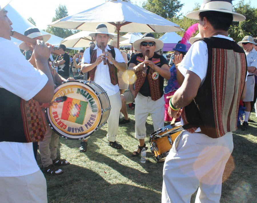 Musicians+perform+traditional+Bolivian+music.