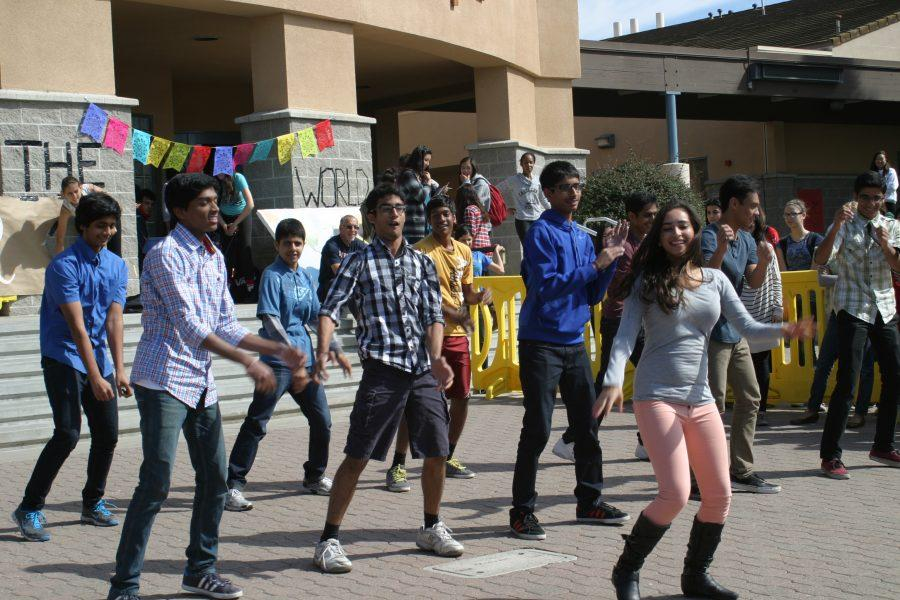 UHS+students+perform+Indian+dance+routines+at+lunchfests.