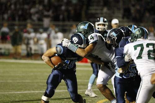 Runningback Sam Winder (Sr.) fights for gain of yards during rush up the middle. (A.Iwata)