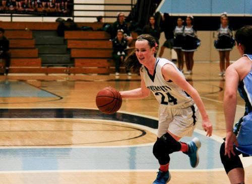Kaci Blailock (Sr.) executes a crossover in the top of the key to drive in the paint. (V.Tian)