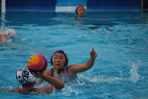 Yuuri Yoshikawa (So.) reaches for a steal from Irvine opponent. (L.Kamali)