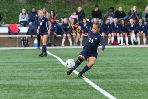 Lauryn Wood (Jr.) traps the ball to cross it. (M.Chinn)