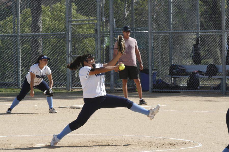 Softball falls 5-1 to CdM