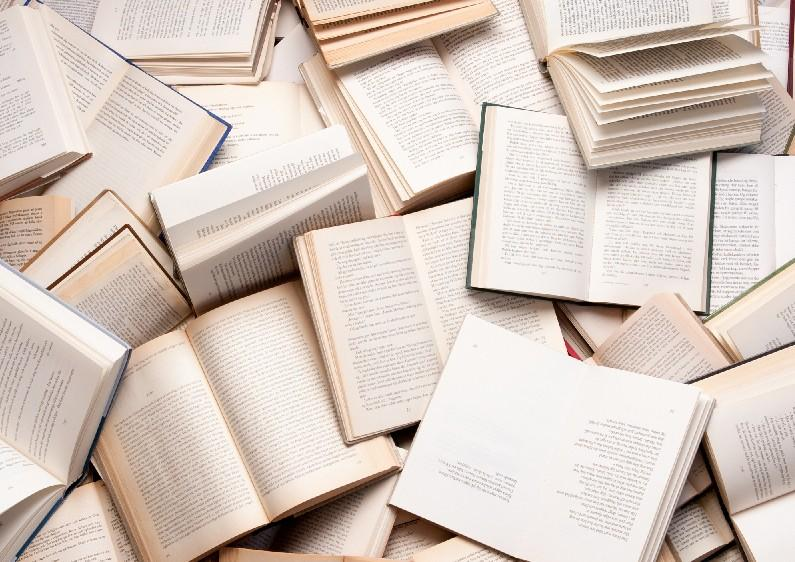 Many students at Uni are either for or against mandatory reading, and have different arguments for why the assignments can be either enlightening or burdensome. (Photo courtesy of Creative Commons.)