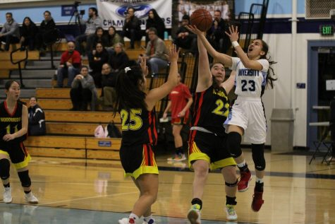 Girls Basketball Falls to Woodbridge